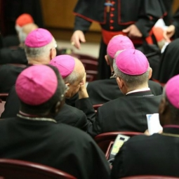 Para uskup dalam sebuah sesi pada 10 Oktober. (Foto: Daniel Ibanez/CNA)